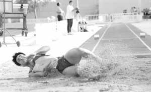 Aitor Lapeña, reciente campeón de Balears de triple salto, será una de las estrellas ibicencas que tratará de imponerse, en este caso en el salto de longitud. Fotos: VICENÇ FENOLLOSA.