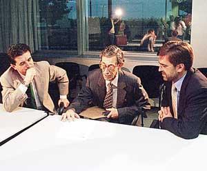 Antich y Matas, con Gaspar Sabater, el moderador del debate. Foto: PERE BOTA.