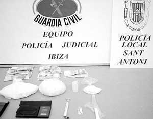 Un alijo de algo más de 600 gramos de cocaína. FOTO: GERMAN G. LAMA.