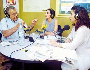 El estudio de Radio Ibiza Ser acogió ayer el primer cara a cara público entre los dos aspirantes a la presidencia del Consell. Foto: VICENÇ FENOLLOSA.