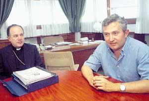 El director de la Reserva Natural,  Luis Berbiela, y el obispo de Eivissa, Agustín Cortés. Foto: VICENÇ FENOLLOSA.
