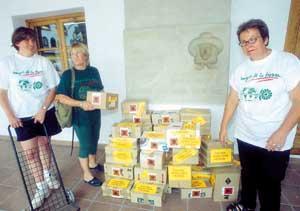 Los ecologistas instalaron contenedores en diez establecimientos de la localidad. Foto: GERMÁN G. LAMA.