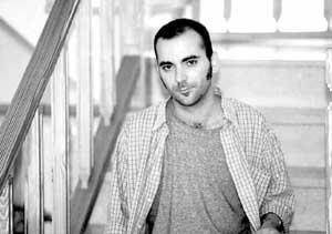 El poeta ibicenco Manel Marí tiene 23 años y está estudiando Psicología en la Universidad de Valencia. Foto: VICENÇ FENOLLOSA.