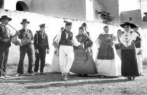 Durante las fiestas de boda, sa Filera era bailada por la novia, que se situaba en el centro, y dos amigas. Foto: G. G. LAMA.