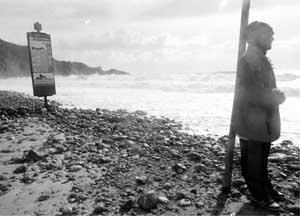 Playas como la de Cala Jondal presentan falta de arena, según denuncian los empresarios, ya que el verano pasado tampoco se regeneraron. Foto: JUDIT CARCASONA.