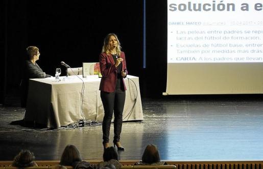 La charla ofrecida ayer por la psicóloga en el Palacio de Congresos de Santa Eulària.