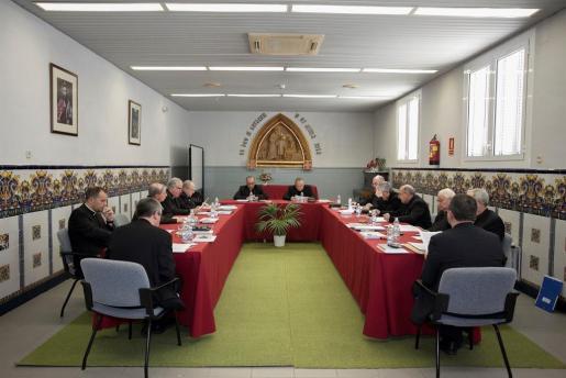 Un momento de la reunión de la Conferencia Episcopal Tarraconense que se celebró ayer en Tiana (Barcelona)