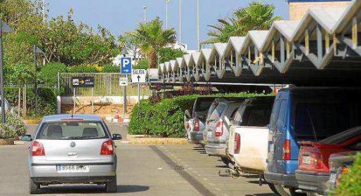 Imagen de archivo del aparcamiento del aeropuerto de Ibiza.