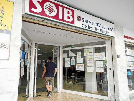 Cada vez hay menos personas que buscan un empleo en el Servei d'Ocupació de les Illes Balears en las Pitiusas.