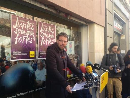 El diputado Vidal Aragonés en declaraciones a los medios tras la reunión del Consell Polític de los 'cupaires'.