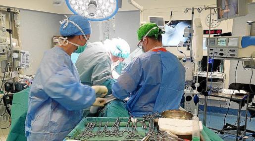 Imagen de una intervención quirúrgica realizada en el hospital de Son Espases.