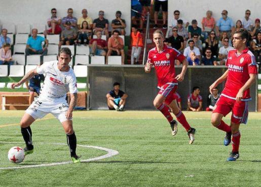 Un instante del encuentro de la primera vuelta entre la Peña y el Deportivo Aragón.
