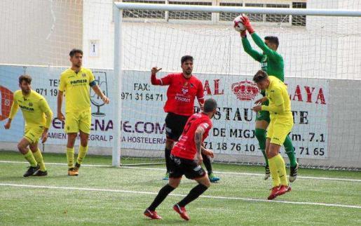Un instante del partido entre el Formentera y el Villarreal B.