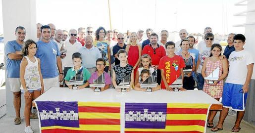 Grupo de premiados en la Diada de Vela Latina.