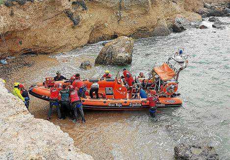Imagen de la evacuación del herido por el dispositivo de rescate.