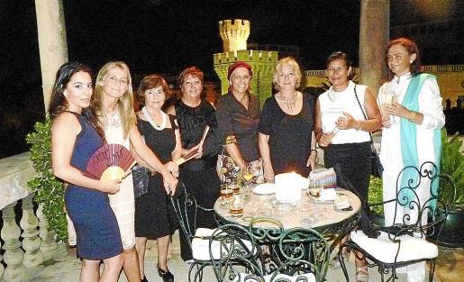 Eva Shakouri, Conchita Ascaso, Aina Ferrando,Marga Rosselló, Ana Alvariño, Nicole Mufragi, Maribel Sans y Àngela Moreno.