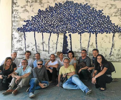 Ell grupo de artistas participantes.