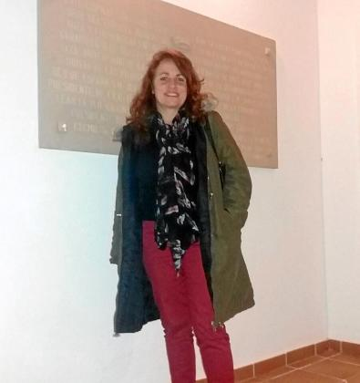 La historiadora Ana Mesquida momentos antes de empezar su conferencia de ayer.