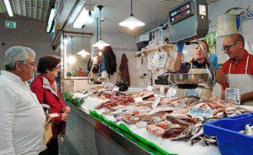 Los clientes de las pescaderías locales se sienten muy satisfechos con la calidad del producto autóctono.