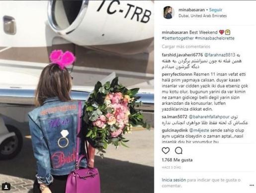 La propia Mina Basaran publicó imágenes en su cuenta de Instagram de la fiesta de despedida de soltera y de cómo abordó el avión en el vuelo de ida hace tres días.
