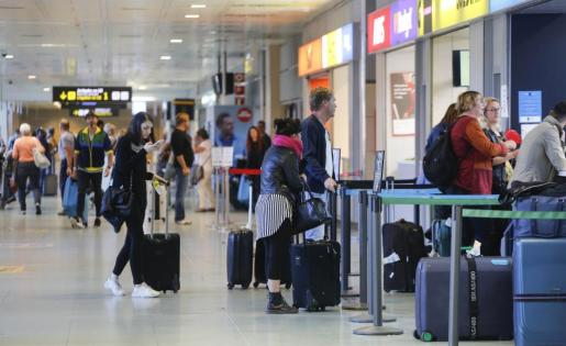 Imagen de archivo del aeropuerto de Ibiza.