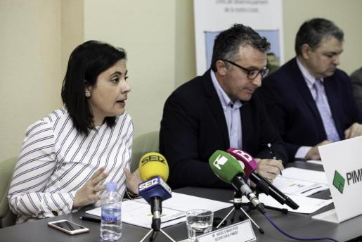 Maria Ángels Marí, Alfonso Rojo y el representante de la Banca Sabadell, Juan Óscar Prohens.