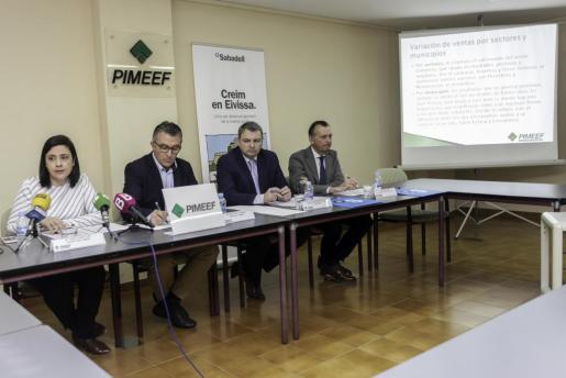 María Ángeles Marí, Alfonso Rojo y los representantes del Sabadell, Óscar Prohens y Vicente Prats, ayer en la presentación.