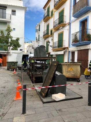 La renovación de los contenedores soterrados ha empezado en la calle Manuel Sorà.