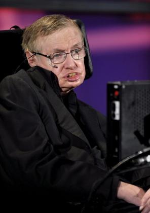 El científico británico Stephen Hawking fue autor de diversas teorías sobre la creación del universo.
