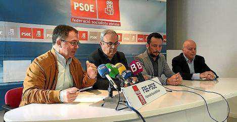 Imagen de la rueda de prensa de ayer celebrada en la sede de los socialistas ibicencos.