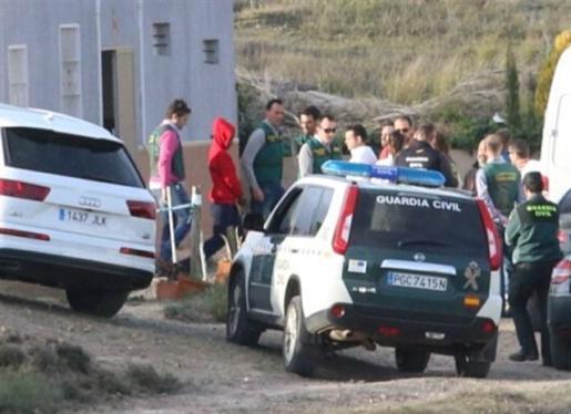 La Guardia Civil rechaza la coartada de Ana Julia, a quien acusa de detención ilegal y asesinato por asfixia.