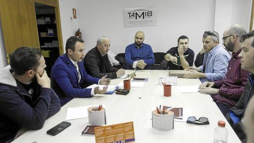 Momento previo al inicio de la reunión entre representantes de la empresa y los trabajadores en el TAMIB.