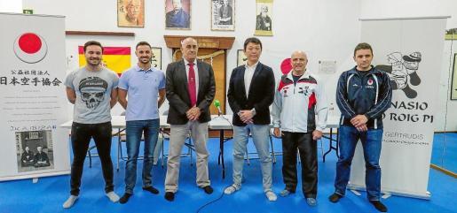 De izquierda a derecha, Pepe Roig, Vicente Roig, Fernando Rivera, Kobayashi Kunio, Mariano Chantal e Iker Sanz, durante la presentación del II Gasshuku Internacional.
