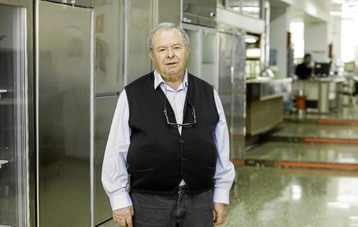 El ibicenco José Ferrer lleva dos años jubilado de forma oficial aunque continúa acudiendo cada día a su despacho de las instalaciones de Gasifred, en avenida España (Vila).