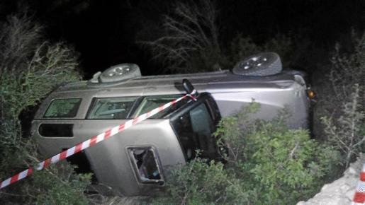 El vehículo que conducía la madre cayó por un desnivel de cuatro metros y la pequeña quedó atrapada bajo el coche.