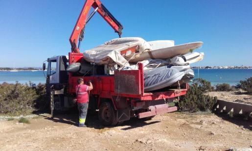 Imagen de las embarcaciones retiradas en el Estany des Peix.