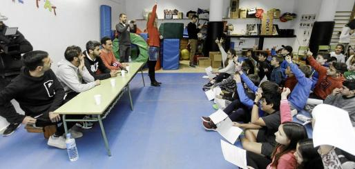 Imágenes de la rueda prensa preparada por los alumnos de 5º del CEIP Santa Eulària.