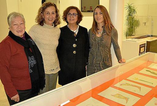 Mercedes Lara, Antònia Sabater, Joana Seguí y Aina Ferrero.