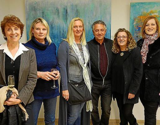 Dominique Caroll, Mandy Racine, Doris Duschelbauer, Xisco Barceló, Sandra Renzi y Patricia Maskarova.