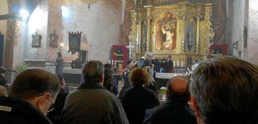Imagen de la ceremonia que se celebró este domingo por la noche en la iglesia de Santo Domingo.