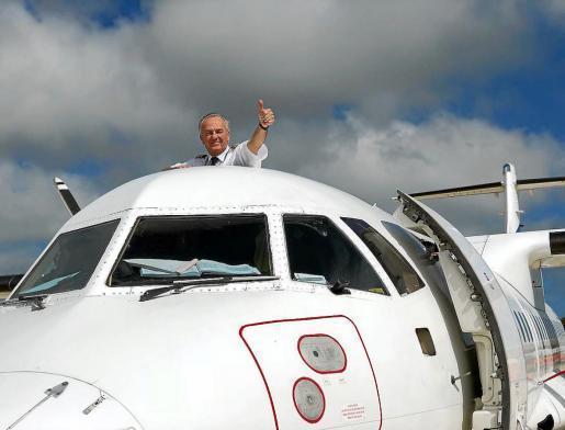 El vuelo 1706 de la compañía Air Europa que aterrizó en Ibiza procedente de Palma sobre las 13.30 horas de este viernes fue el último pilotado por el comandante Marchesi.