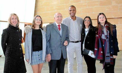 Vanessa Díaz, Aina Ginard, José Ginard, Maheta Molango, Helen García y Neus Ginard.