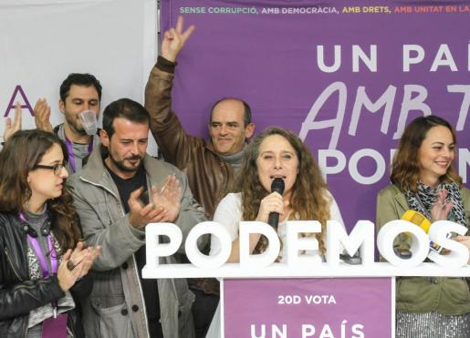 Miembros de Podemos Ibiza celebrando los resultados electorales de las elecciones generales de 2015.
