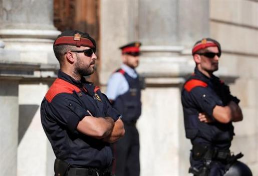 Los Mossos investigan una explosión en un concesionario de Barcelona.