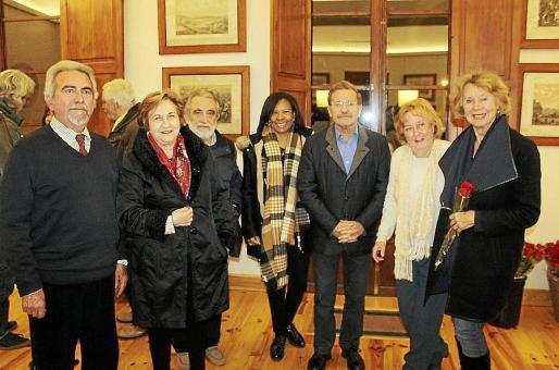 Mateo Escarrer, Carmen Mestres, Jordi Villalonga, Mercedes de la Rosa, Toni Mut, Majorie Klarke y Linda Spaheni.