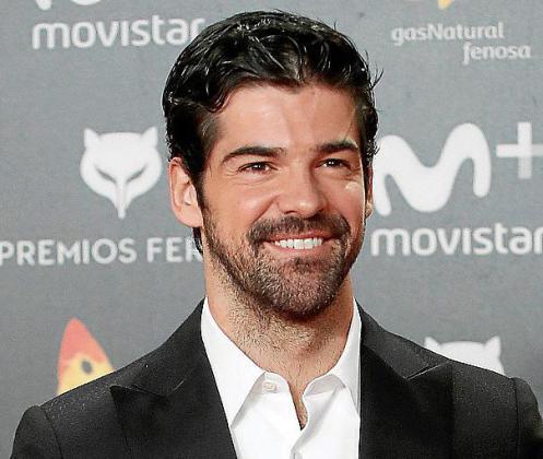 El actor Miguel Ángel Muñoz posa a su llegada a la entrega de los premios Feroz, hoy en el Complejo Magariños de Madrid.