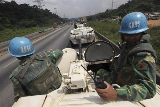 Al menos dos 'cascos azules' muertos y una decena de heridos en un ataque contra una base de la MINUSMA en Malí.