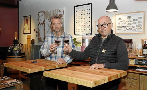 Curro Frau y su socio Dani Boix, copropietarios actuales de De Vins Menorca.