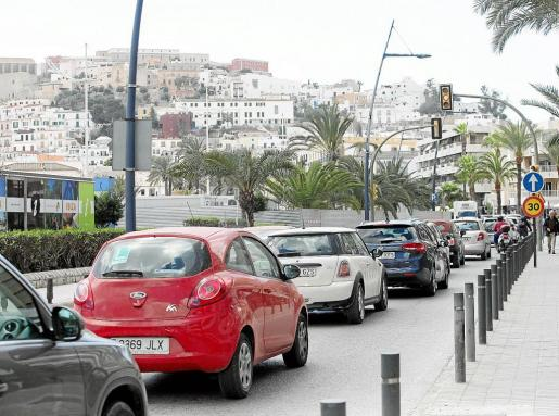 Los comerciantes de la Marina creen que la avenida de Santa Eulària se colapsará aún más este verano por los cambios.