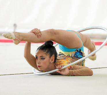 Una gimnasta hace un ejercicio en una prueba ibicenca.